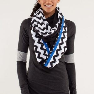 Lululemon vinyasa scarf luon light arrow chevron